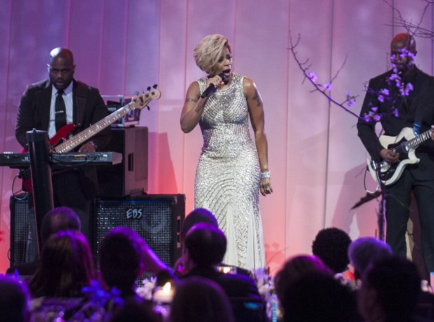 Mary J Blige performs for Barak Obama