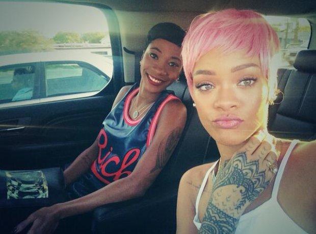 Rihanna Pink Wig Twitter