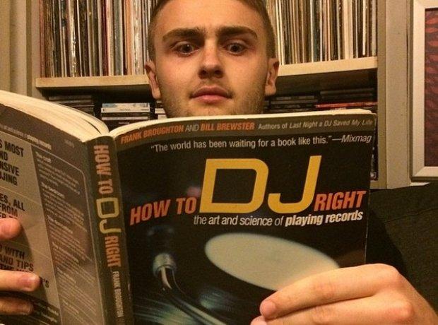 Disclosure reading DJ book