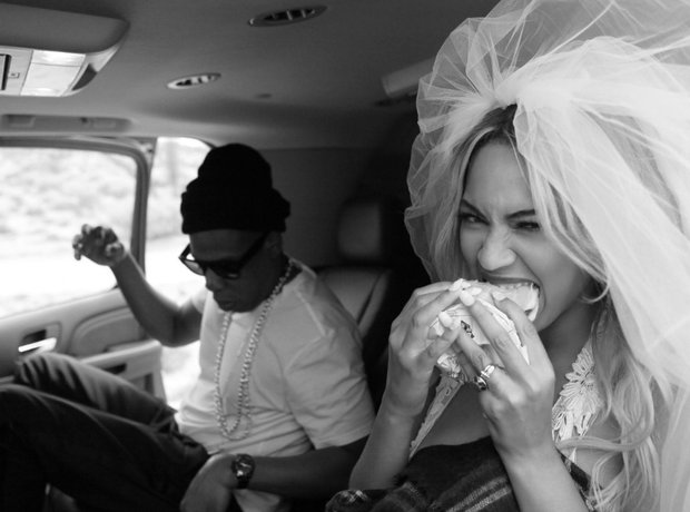 Beyonce eating a burger with Jay Z