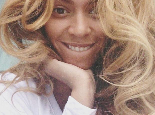 Beyonce selfie
